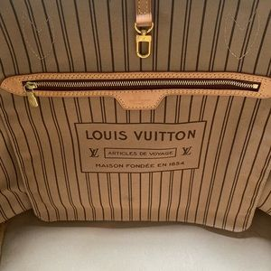 Louis Vuitton Bags - Louis Vuitton neverfull GM monogram 100% authentic